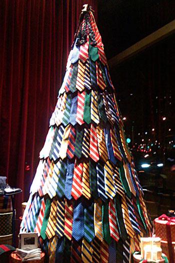 Новогодняя елка из галстуков