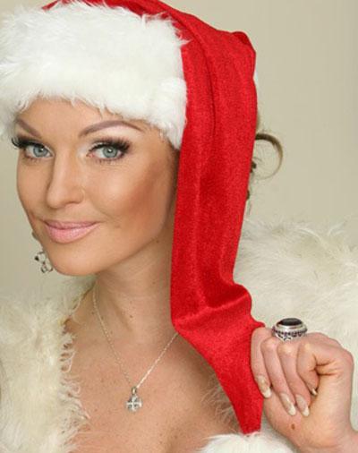 Единственная дама на этой странице - балерина Анастасия Волочкова - в канун Нового года продолжает заниматься любимым делом: интриговать поклонников.