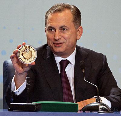 Вице-премьер-министр инфраструктуры Борис Колесников заявил, что намерен приобрести полукилограммовую золотую евромонету стоимостью 350 тысяч гривен.