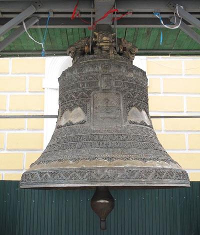 Семитонный чудо-колокол донецких умельцев украшает Свято-Успенский собор Киево-Печерской лавры.