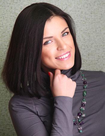 Анастасия Либер, правовед (окончила экономико-правовой факультет Донецкого национального университета), вокальный стаж - 17 лет, замужем