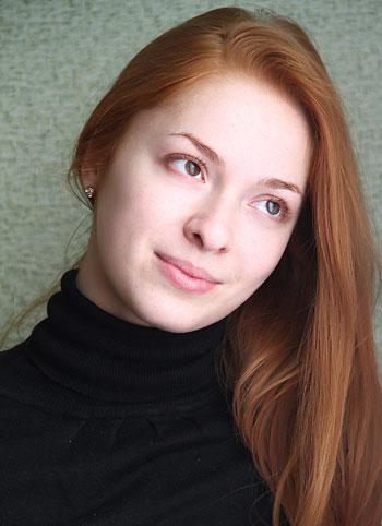 Алена Луцкая, студентка Донецкого национального университета (экономико-правовой факультет, специальность «правоведение»), вокальный стаж - 12 лет, не замужем