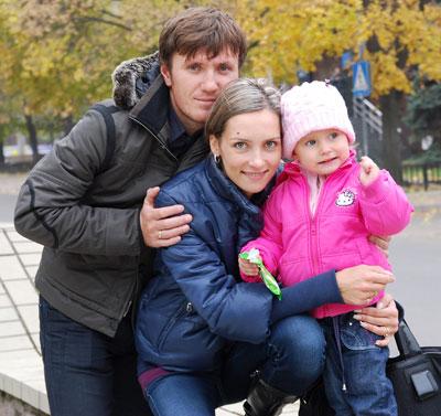 Счастливое спортивное семейство - Денис Костюк и Ольга Саладуха с дочкой Дианой.