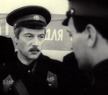 Таким Евгений Жариков был в сериале Рожденная революцией.