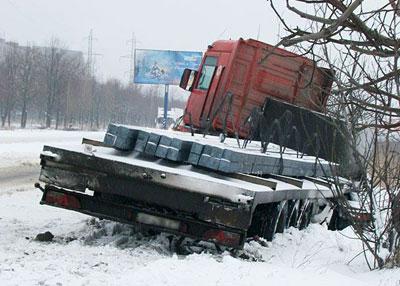 на улице Куприна с дороги слетел металловоз с сортовым прокатом на борту