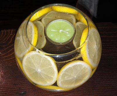 Для романтического свидания своего друга Давид придумал вазу-шар, которая, хоть и живет всего три-четыре часа, зато удивляет нежным запахом и приятным свечением.