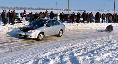 Зимний слалом среди местных и константиновских автомобилистов прошел в воскресенье в балке Кутовой Краматорска.