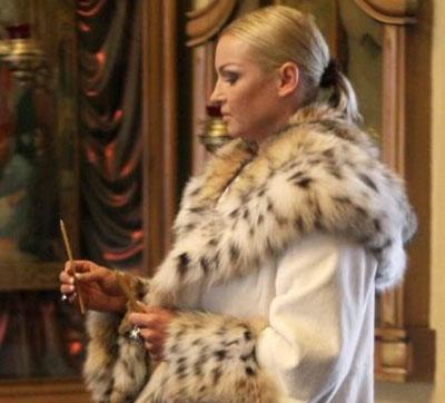 Балерина Анастасия Волочкова некоторое время вела на телевидении программу «Мистика звезд», посвященную, как и эта статья, необычным событиям, когда-либо происходившим в жизни знаменитостей. Неудивительно, что сама Настя в мистику верит.
