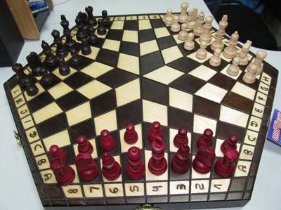Для битвы умов не найти поля лучше шахматной доски. Причем, кроме традиционных шахмат (от 301 грн.) есть и такие, в которые можно сообразить на троих - Madon Trojki (164 грн.).