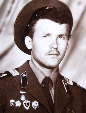 Сержант Кучер был радистом и комсомольским активистом.