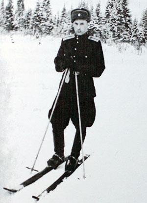 1956 год. Лейтенант Виталий Зарубин на службе в Архангельской области.