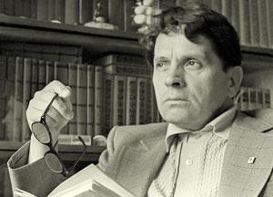 Федор Абрамов (1920) - один из наиболее известных представителей так называемой деревенской прозы, автор романов Братья и сестры, Две зимы и три лета, Пути-перепутья, Дом, лауреат Государственной премии СССР.