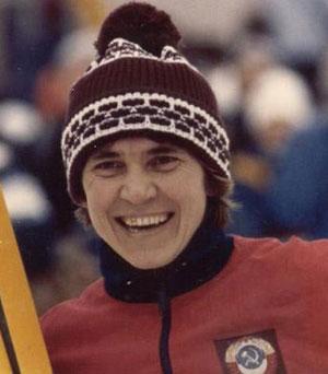 Раиса Сметанина (1952) - советская лыжница, 5-кратная чемпионка мира, 4-кратная - Олимпийских игр по лыжным гонкам. Свою последнюю награду завоевала на Играх в Альбервиле за несколько дней до 40-летия, что является своеобразным рекордом у лыжниц.