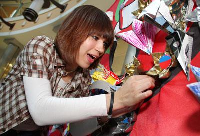 Мастер-класс для дончан по изготовлению искусственных цветов из бытовых отходов провели в первое воскресенье весны волонтеры экологического движения Экофан.