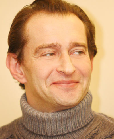 Известный актер Константин Хабенский уверен: женщина должна быть женственной. Тогда у мужчин будет повод чувствовать себя счастливыми и радоваться жизни!