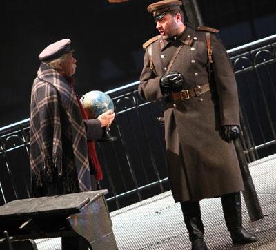 Михаил Пореченков в спектакле Белая гвардия