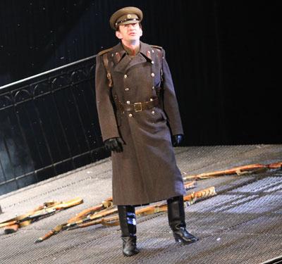 Константин Хабенский в спектакле Белая гвардия