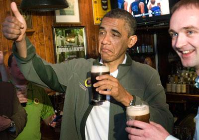 президент США отметил День святого Патрика кружкой ирландского пива в вашингтонском пабе Dubliner. Компанию Бараку Обаме составили два приятеля, оба ирландцы, один из которых приходится ему дальним родственником.