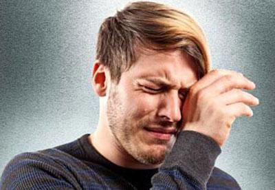 Песок в глазах, или синдром сухого глаза часто досаждает работающим за компьютерами.