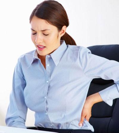 Жалуетесь на боли в спине, затекшую шею и плечи? Скорее всего, большую часть дня вы сидите в одной позе, ссутулившись и положив ногу на ногу.