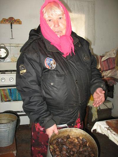 Теперь семенной картофель придется покупать на рынке. А это при моей пенсии удовольствие не из дешевых, - сетует Юлия Выгинная.