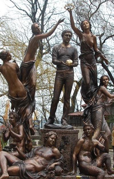В Одессе состоялось открытие скульптуры Золотое сердце. Новой звездой Юморины стал Высоцкий.