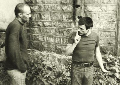 Легендарный режиссер Андрей Тарковский с актером Александром Кайдановским на съемках Сталкера.