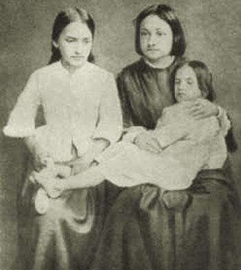 Наталья Огарева-Тучкова с детьми Герцена - Натальей и Ольгой.