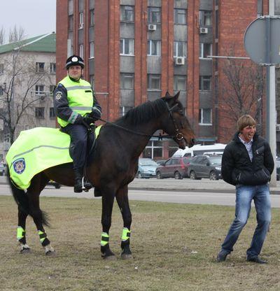 патруль возле Донбасс Арены