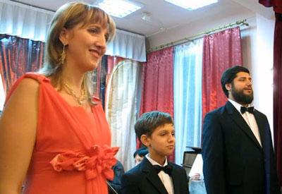 Элона и два Владимира во время творческого вечера семьи Коржевич, который состоялся 16 января в Доме работников культуры.