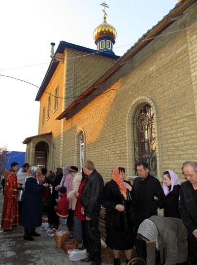 Торез. Впервые праздник Пасхи - светлого воскресения Христова - отмечался в новом храме Святителей Московских.