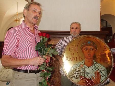 Владимир Талашко и сам рад, что наконец-то смог ответить на любовь земляков не только словом,  но и делом, подарив Свято-Георгиевскому собору икону.