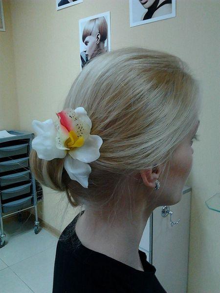 Собранные сзади волосы - тренд сезона:  работа Елизаветы Усенко.