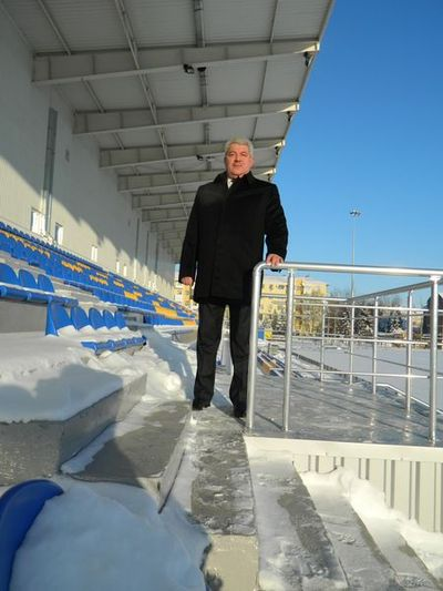 Мэр Артёмовска Алексей Рева доволен отстроенным стадионом: внешние работы  успели закончить до снегопадов и морозов.
