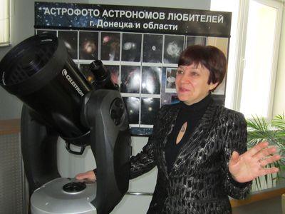 «Жаль, небо затянуто тучами. А то бы мы выставили телескоп на улице, дав возможность дончанам через  фильтры посмотреть на низко стоящее Солнце и успокоиться - всё с ним в порядке», - уверяет Марина Ефанова.