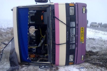 В Херсонской области перевернулся автобус