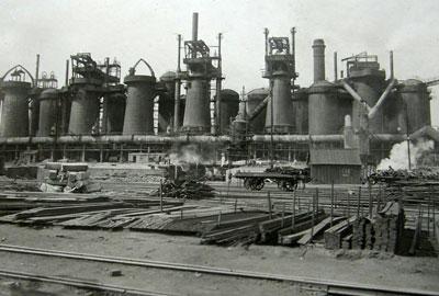 1911 год. Доменный цех Юзовского завода, где металлург Михаил Курако работал после ссылки.