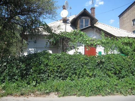Сейчас ничто не напоминает, что в этом доме родился Николай Гриценко, закончивший свою жизнь в психбольнице.