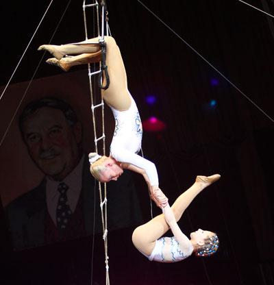 Воздушные гимнастки на лавиторке Анна Фесенко и Виктория Ермоленко из Константиновки сумели покорить строгое жюри.
