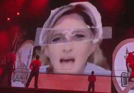 Мадонна ввязалась в политический скандал