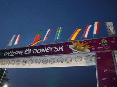 флаги в фан-зоне УЕФА Евро-2012 в Донецке