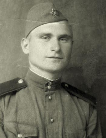 Связист Иван Гривенный.