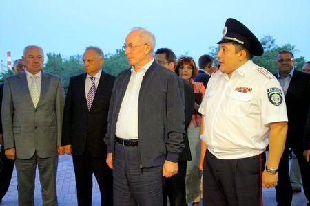 Азаров в Донецке посетил ЦОРМ