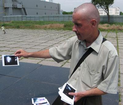 Павел Елисеенков демонстрирует трофеи.