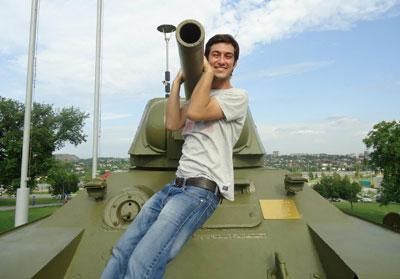 Эмре Кен Йодек еще не катался на настоящих танках.