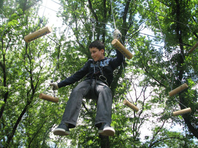 Веревочный парк в Донецке. На брусочках Андрей завис, но не сдался.