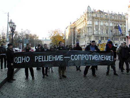 В этот же день активисты левых движений провели митинг в центре Одессы против двукратного повышения цен в маршрутках. Однако один из депутатов горсовета сообщил, что информацию о повышении стоимости проезда до 4 грн. вбросили перевозчики. Это было сделано для того, чтобы вызвать народное возмущение, а затем «уступить протестующим массам» и поднять плату до 3 грн.