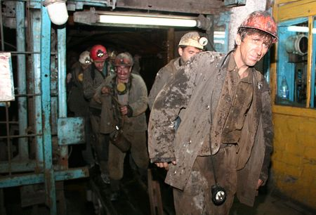 Вполне возможно, что такой дружной компанией горняки  «Октябрьского рудника» работают последний месяц:  в новом году предприятие корпоратизируют.
