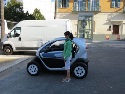 Во Франции огромной популярностью пользуются компактные и экологичные электромобили.