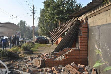 Лихач на Mitsubishi разрушил дом
